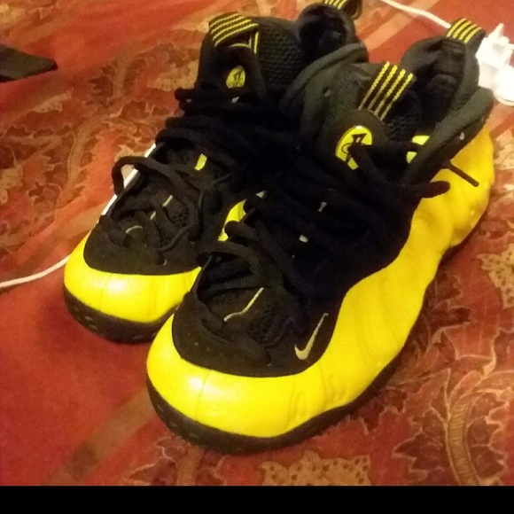 on sale 7151e c7649 Yellow and black foams 9/10